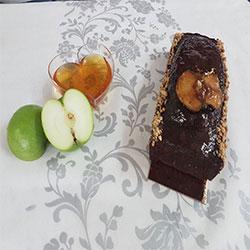 תמונה של עוגת דבש ותפוח